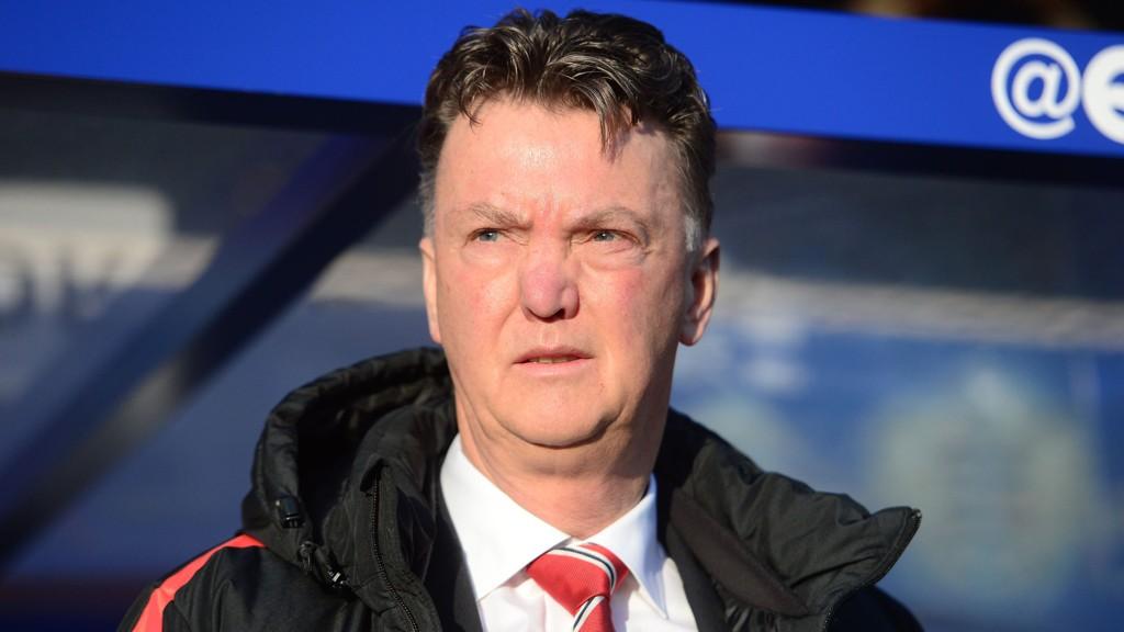 GIR SEG IKKE: Louis van Gaal vil ikke legge om til fire bak permanent.