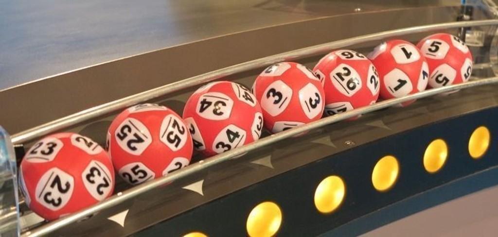 Lørdagens Lotto-vinnere måtte vente inntil et døgn på å få utbetalt premiene.