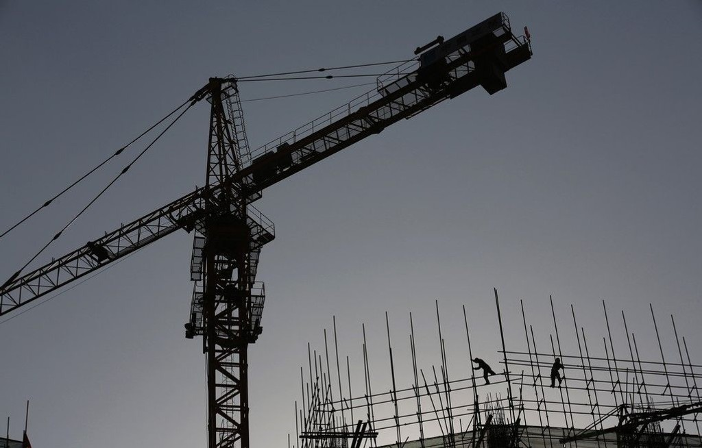 Arbeidere på en byggeplass i den kinesiske hovedstaden Beijing mandag 19.01.15.