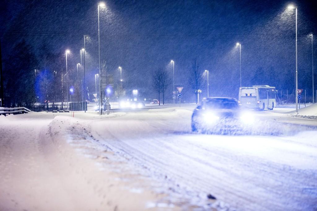 Flere har tirsdag ringt Agder politidistrikt og klaget over all snøen. På bildet ser vi snøen som falt i fjor – i Oslo.