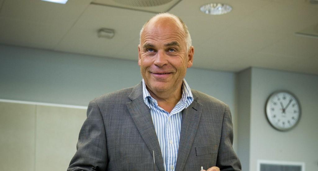 AKSJON: Allerede samme dag som han opprettet facebookgruppen har Ingebrigt Steen Jensen fått stor respons på sin aksjon mot at regjeringen selger ut nasjonale verdier. Foto: Erlend Aas / NTB scanpix