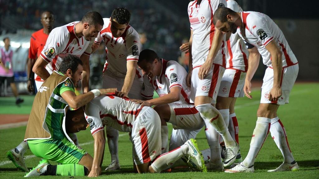De tunisiske spillerne feirer scoring mot Kapp Verde i lagets første kamp i Afrikamesterskapet.