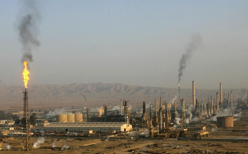 Amerikanske militære anslår at USA og landets allierte har drept 6.000 IS-medlemmer og halvparten av gruppas øverste lederskap. Her oljeraffineriet i Baiji nord i Irak so tidligere ble inntatt av opprørere.