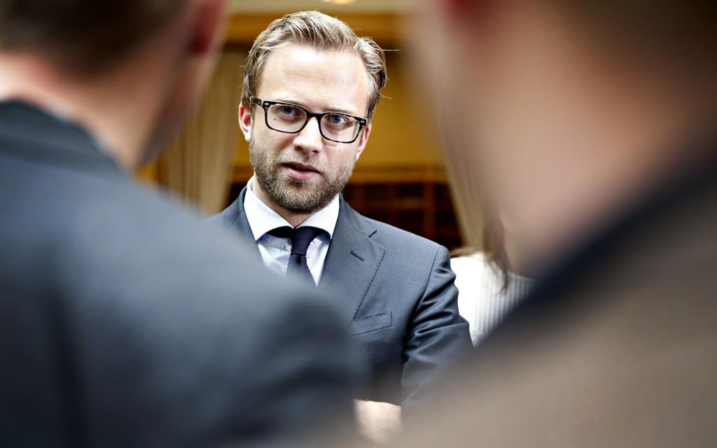 Leder i Oslo Høyre Nikolai Astrup vil gjøre det billigere å kjøre miljøvennlig. Regningen skal forurensende privatbiler ta.