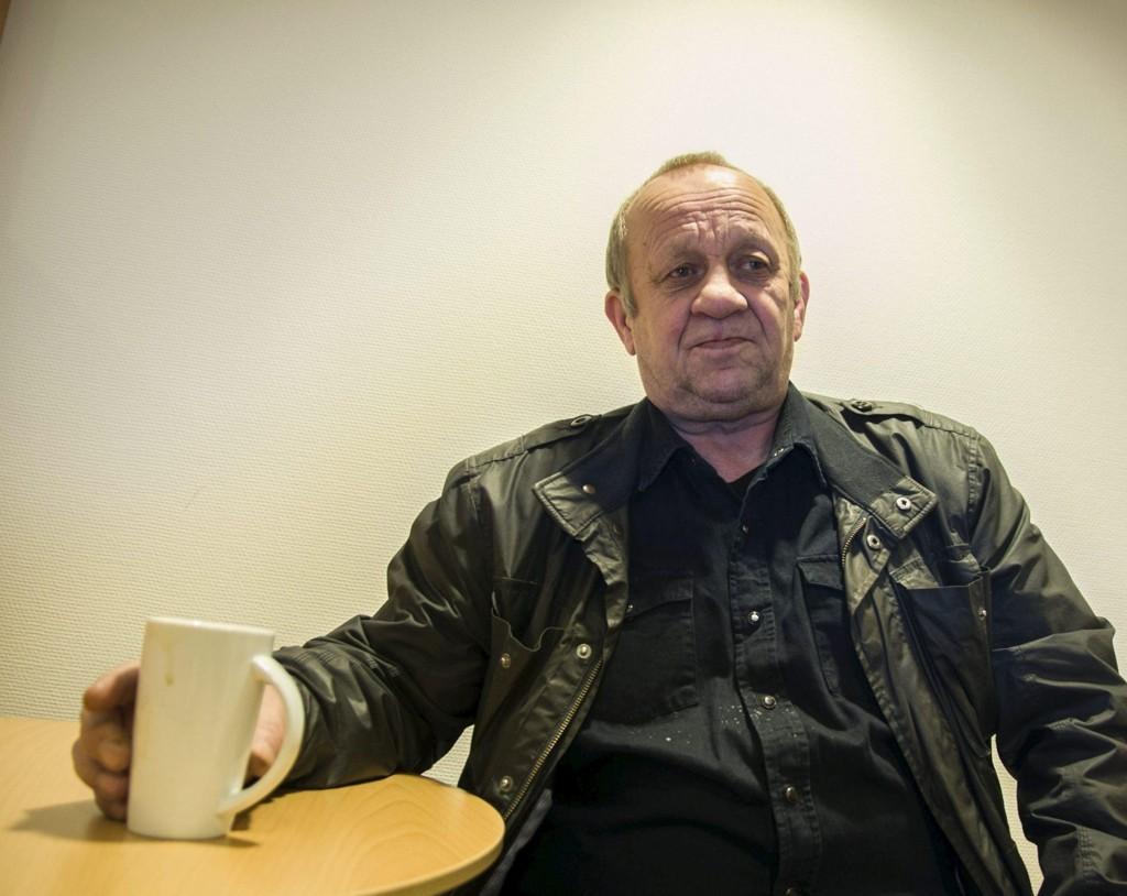SINT PÅ HØYRE: Per Olderdal er både sint og skuffet over blåblå regjering. Til Finnmark Dagblad forklarer 64-åringen at han har fått ca 14.400 kroner mindre å rutte med i året.