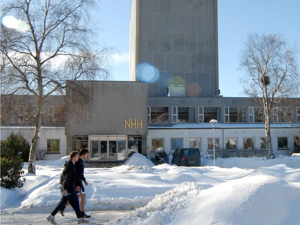 GODE KARAKTERER: Norges Handelshøyskole i Bergen (NHH) mener for mange studente får toppkarakter.