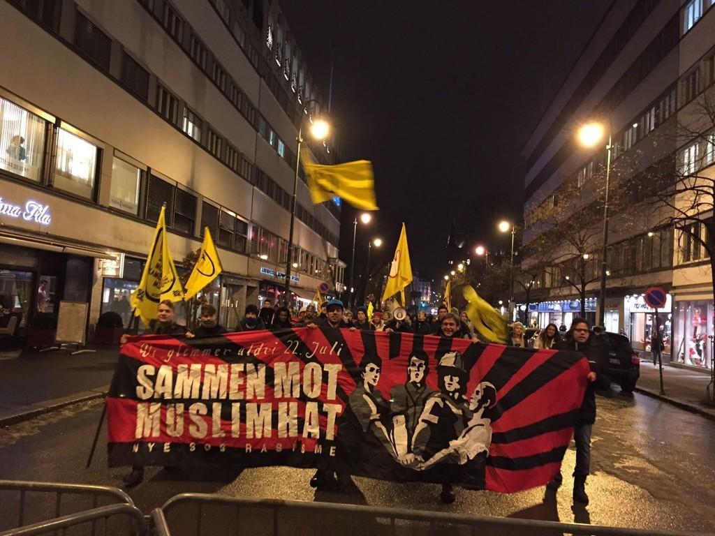 MOTDEMONSTRANTER: Norske Pegida-tilhengere gjennomførte mandag en ny marsj i Oslo - og ble møtt av motdemonstranter (bildet).