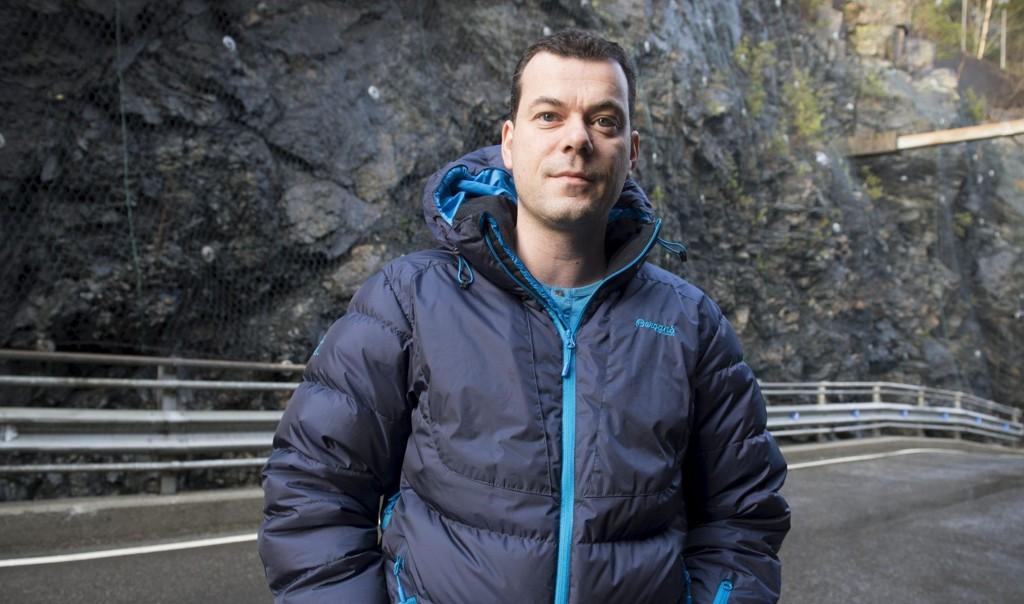 Steinar Berthelsen (39) har gått fra Fremskrittspartiet til Arbeiderpartiet. Nå oppfordrer han fagforeningskamerater til streik mot sine tidligere partitopper.