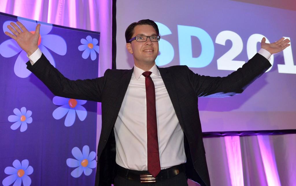 FORLENGER SYKEMELDINGEN: SD-lederen ble så utmattet av valgkampen at han ble sykmeldt. Bildet er fra en valgvake på Vasavarvet i Stockholm i september.