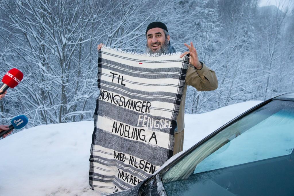 Kongsvinger 20150125. Mulla Krekar utenfor Kongsvinger fengsel etter at han ble løslatt søndag morgen. Foto: Audun Braastad / NTB scanpix