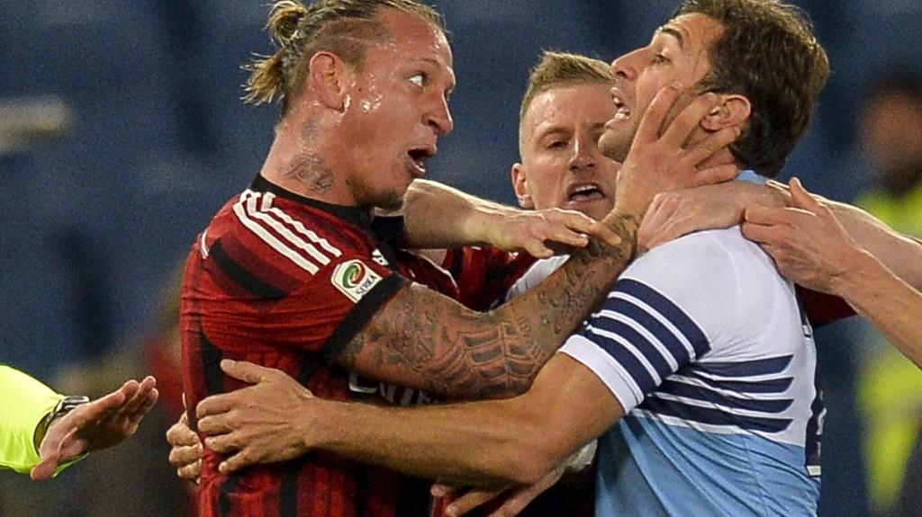 Milan må klare seg uten Philippe Mexès i fire kamper. Den franske fotballspilleren ble utvist for å ta kvelertak på Lazios Stefano Mauri i lagenes møte lørdag.