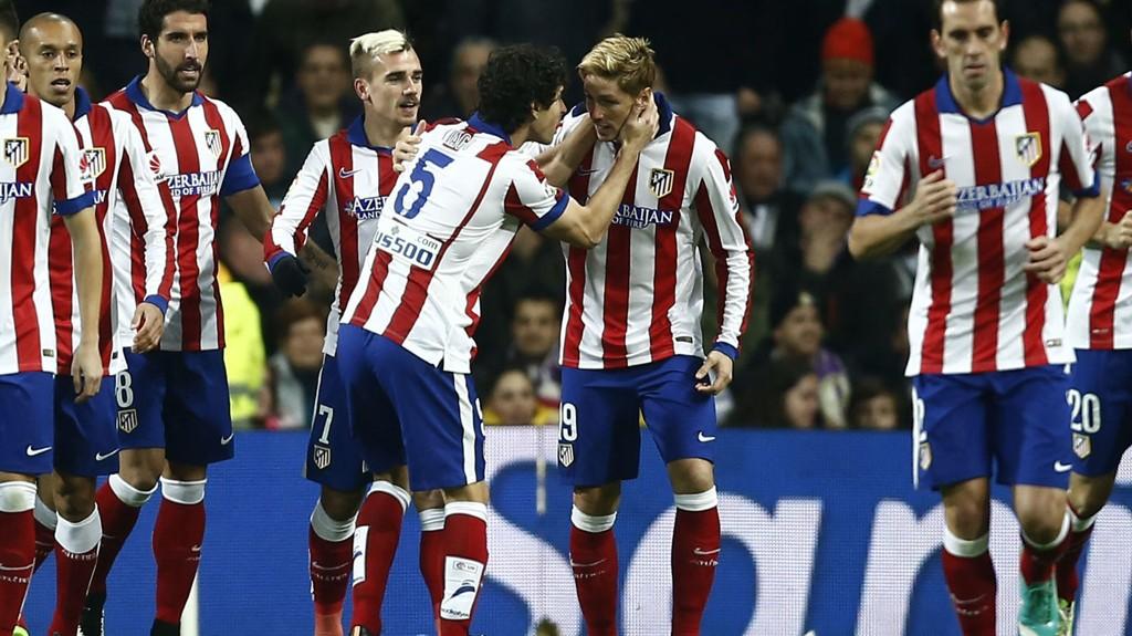 Fernando Torres hylles av lagkameratene etter spissens andre mål mot Real Madrid forrige cuprunde.