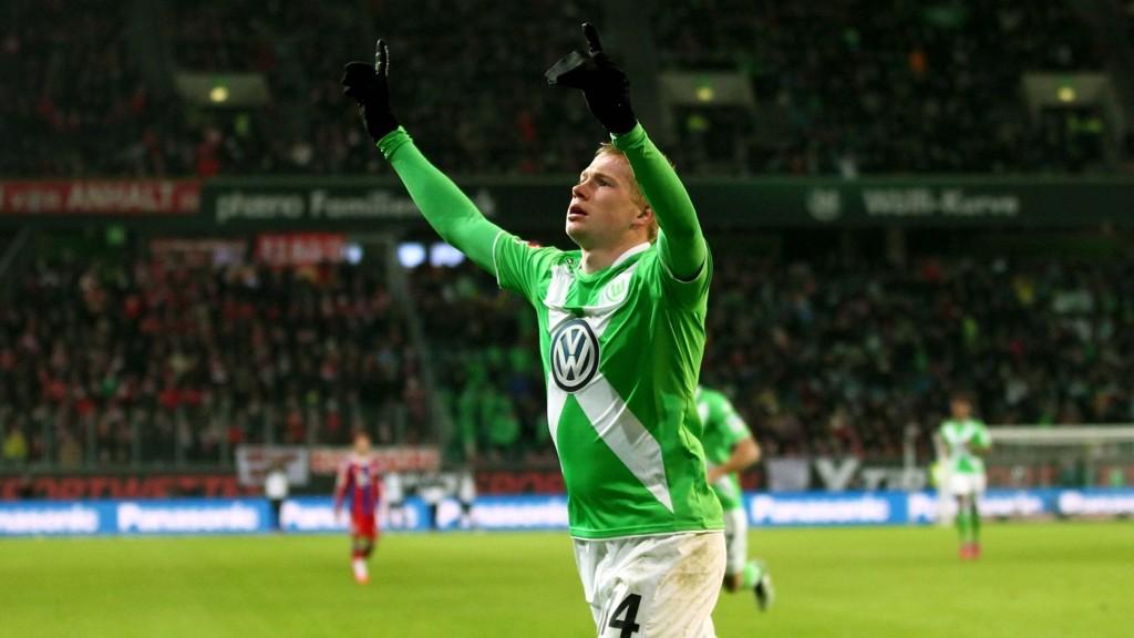 PEKER MOT HIMMELEN: Kevin De Bruyne mintes kameraten Junior Malanda med to scoringer mot Bayern.