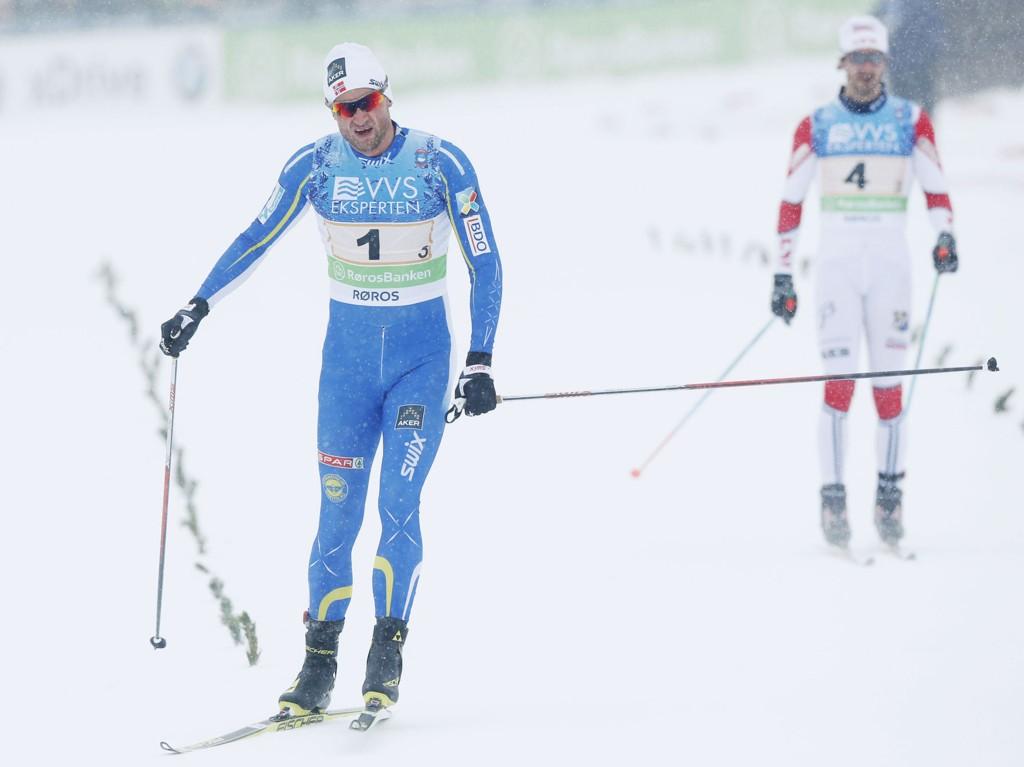 DOBBELT SPURTSLÅTT: Petter Northug reiste i fra Hans Christer Holund og Lyn to ganger på den siste kilometeren på NM-stafetten.