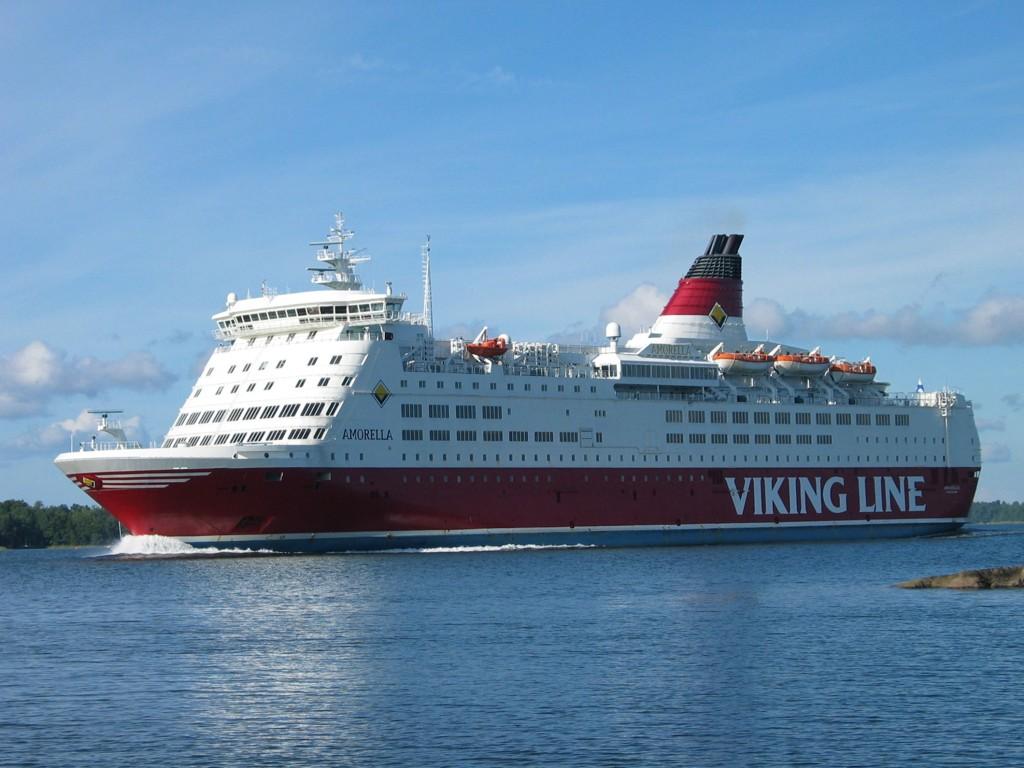 Flere personer bosatt i Sverige er pågrepet, mistenkt for en voldtekt på Viking Line Amorella natt til lørdag.