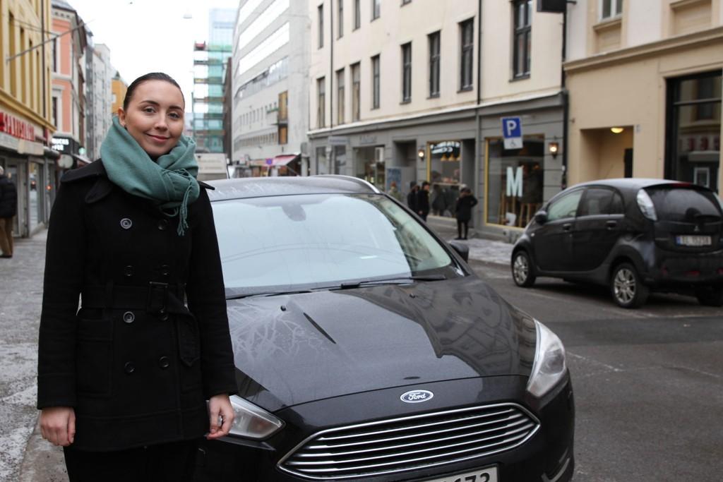 Salgsleder i SOKO Camilla Jægtivik Alexandersen forteller at den digitale kjøreboken AutoGear Air er nyttig for alle som kjører firmabil eller privatbil i jobb.