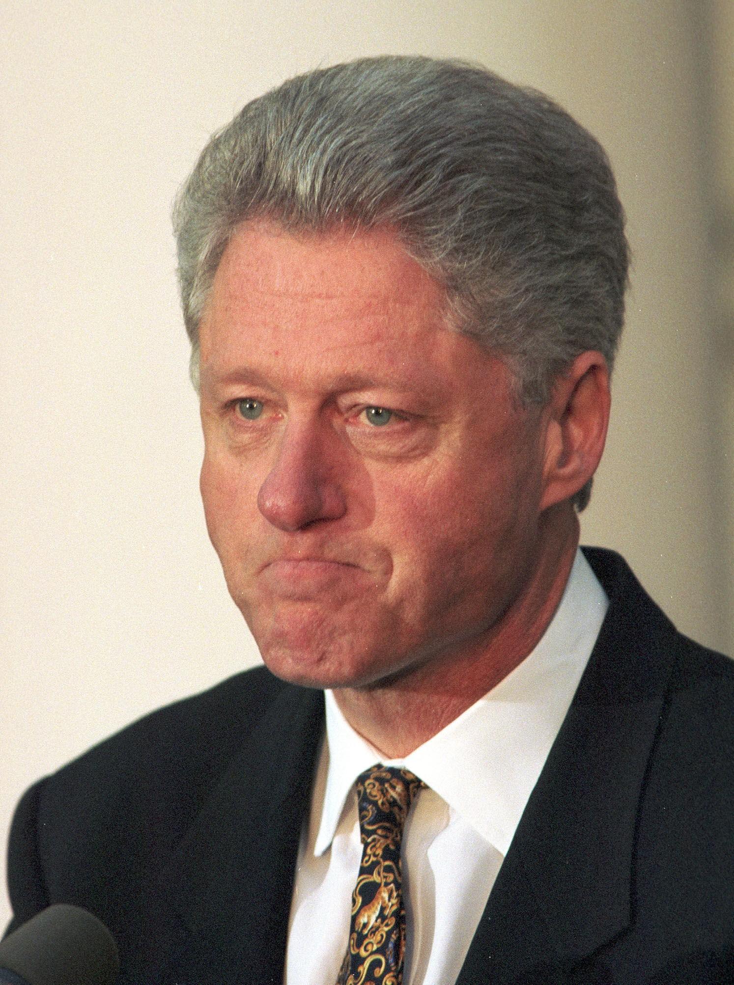ANGRENDE MANN: Bill Clinton nektet først for å ha et seksuelt forhold til praktikanten Monica Lewinsky. Etter at bevis om forhold ble lekket til pressen, sto han frem som en angrende synder. Her fra pressekonferansen da han Clinton ba nasjonen om unnskyldning i 1998.