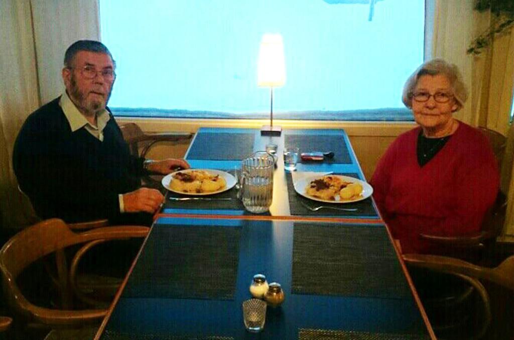 PÅ HOTELL: Ekteparet Soleng har nå vært på hotell i Nordreisa to netter. Nå må de belage seg på enda en natt på hotell. Foto: Privat