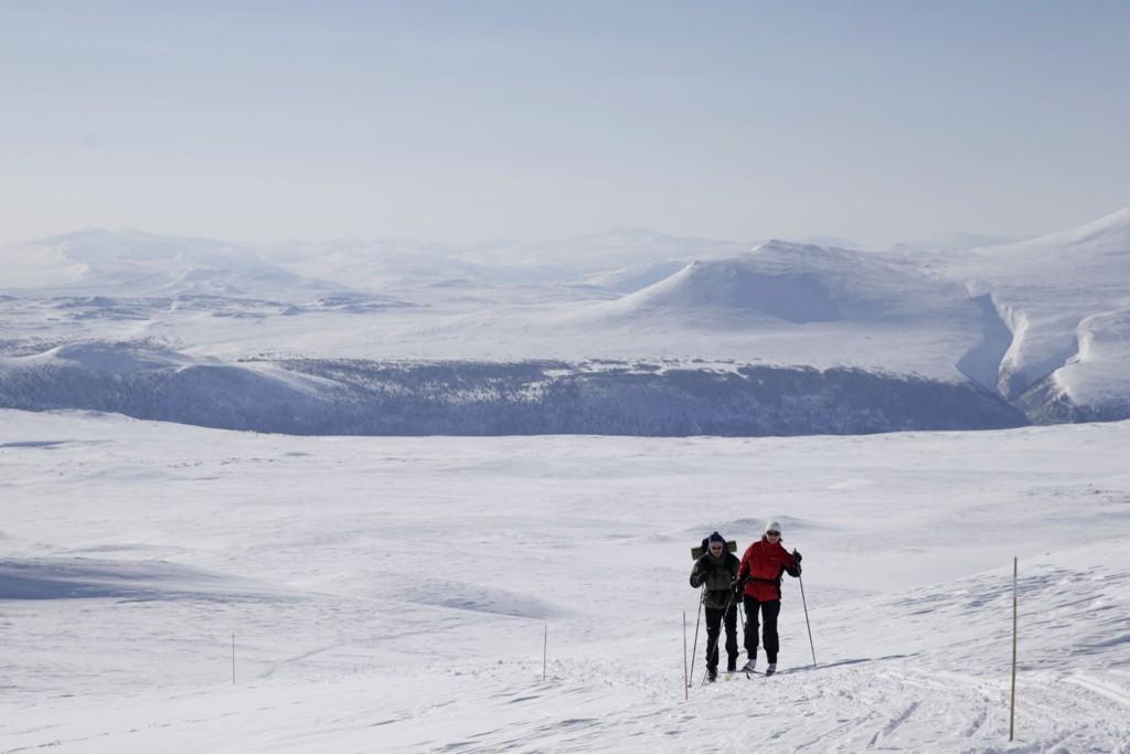 To skiturister i fjellheimen ved Rondane. Forholdene i fjellet i Sør-Norge er perfekte første helgen i vinterferien.