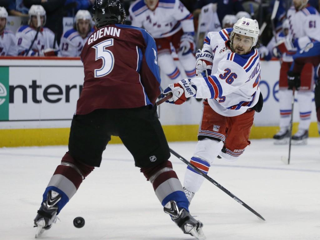 SCORET: Mats Zuccarello scoret nok en gang for New York Rangers. Det var hans tredje mål på to kamper.