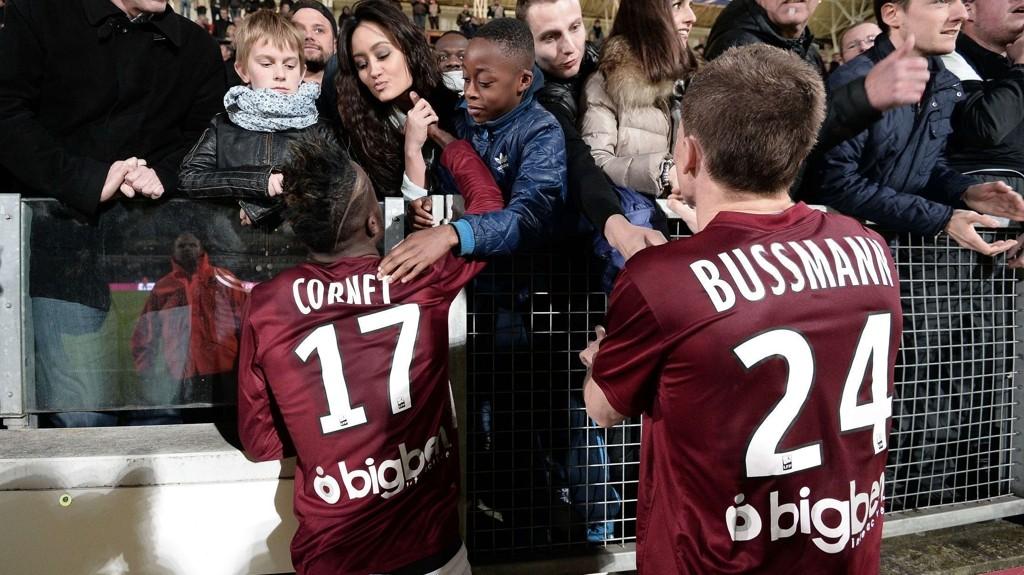 Metz-spillerne kunne juble for opprykk til Ligue 1 i mai i fjor, men klubben kan fort spille i Ligue 2 igjen til høsten.
