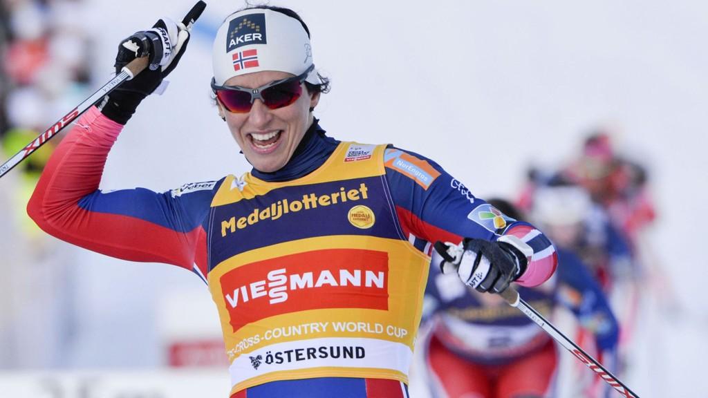 SAMMENLAGTSEIER: Med én seier og en andreplass i Östersund sikret Marit Bjørgen seg sammenlagtseieren i verdenscupen.