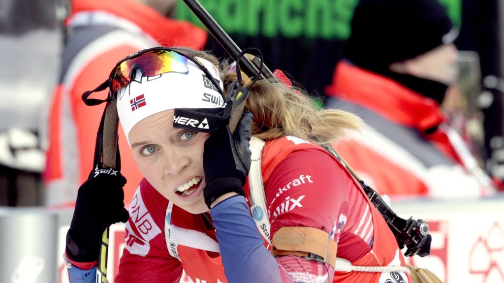 STRAFFERUNDE: Elise Ringen måtte ut i strafferunde under sin stafettetappe i Holmenkollen.