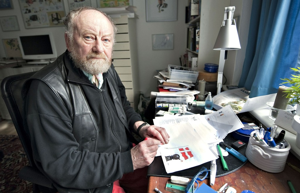 Kurt Westergaard avbildet mens han gjør seg ferdig med sin siste karikatur for Jyllands-Posten i 2010, da han gikk av med pensjon.