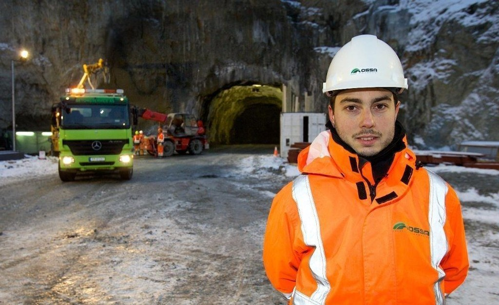 29 år gamle Mariano Vera fra Sør-Spania bygger tunnel i Nord-Troms. - Det er annerledes, men vi tilpasser oss, sa han til Nordlys i desember.