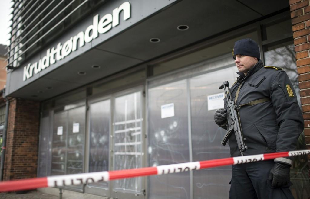 8 skudd traff kafeen Krudttønnen i København lørdag. Til sammen avfyrte gjerningsmannen over 40 skudd i terrorangrepet.