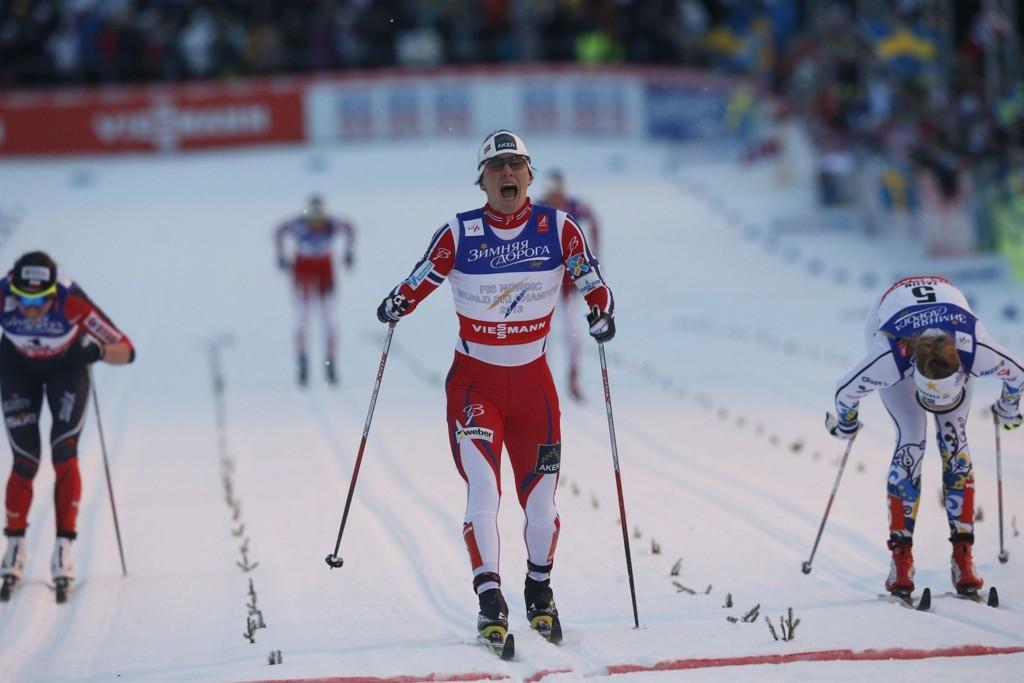 GULL: Marit Bjørgen går inn til gull på sprinten.