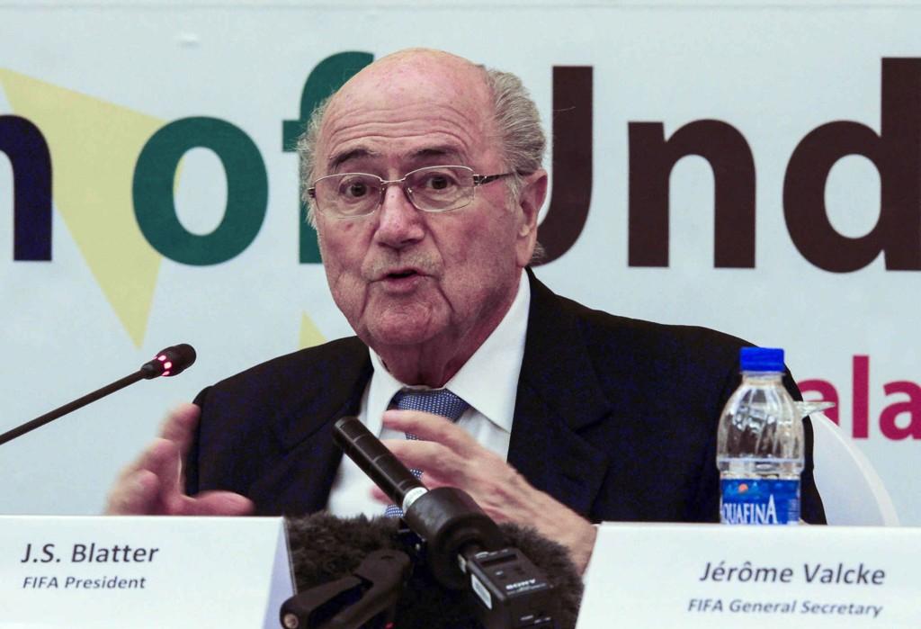 VM I QATAR: Det å gi Qatar fotball-VM, har gitt Sepp Blatter og de andre FIFA-toppene mer hodebry enn de hadde forventet.
