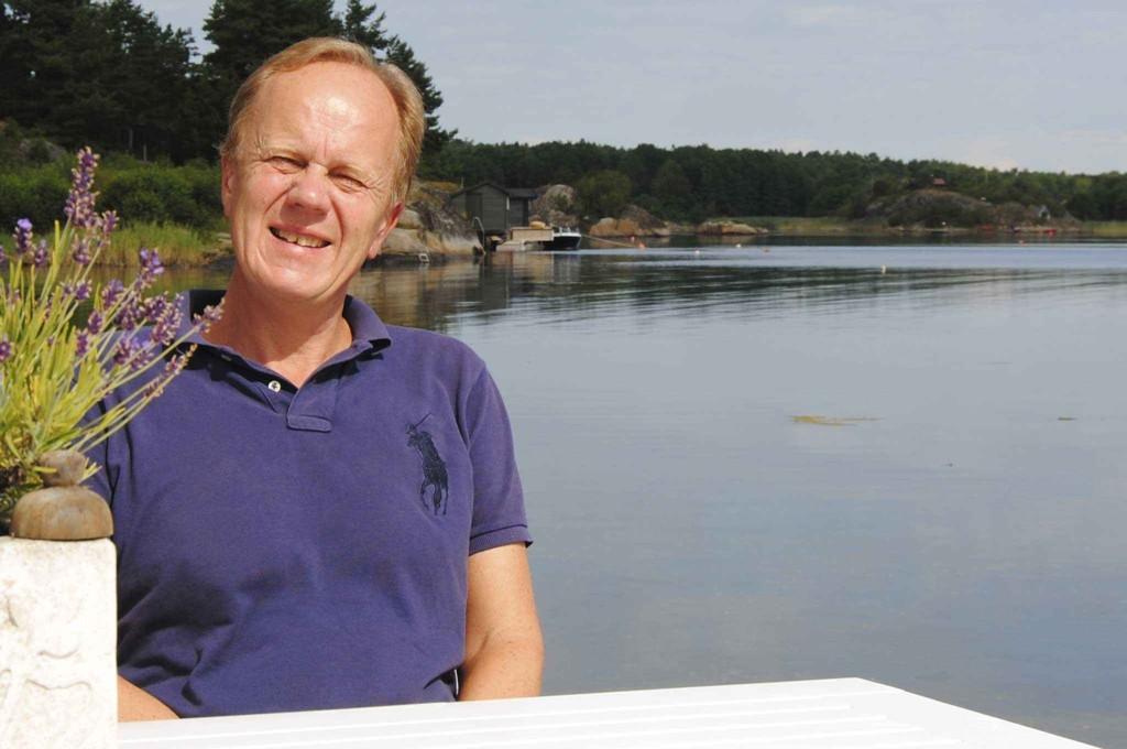 Advokat og eiendomsmegler Odd Kalsnes får NAV-støtte til bil. Pressens faglige utvalg gir Nettavisen medhold i at det var nødvendig å navngi ham i saken.