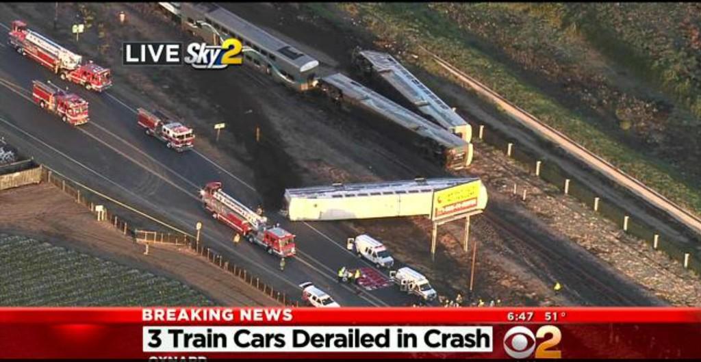 En trailer og et tog kolliderte.