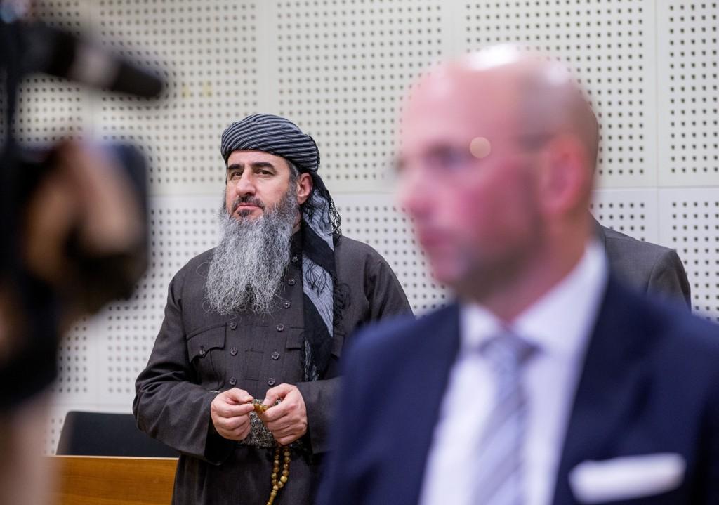 Faraj Ahmad Najmudding (Krekar) bruker alle midler for å få beskyttelse fra den norske rettsstaten, men nøler ikke med indirekte å true folk med døden for demokratiske ytringer.