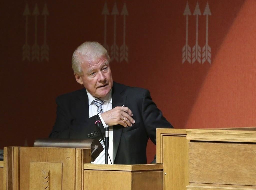 Tidligere partileder Carl I. Hagen mener at Frp må være mer illojale mot regjeringen. Det er elendig forslag.