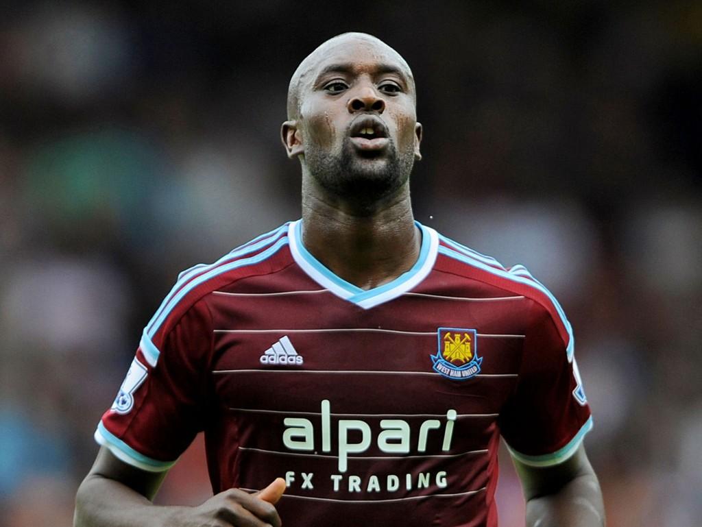 KAN BLI STRAFFET: West Ham-spiller Carlton Cole kan bli straffet av Englands fotballforbund (FA) for en ufin twittermelding.