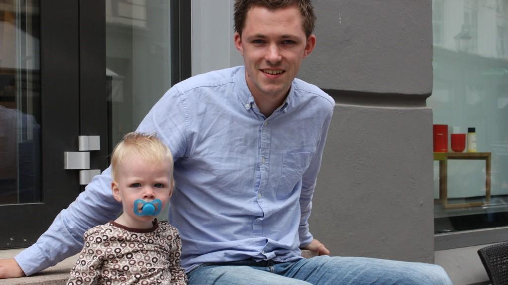 SMÅBARNSFAR: KrFU-leder Emil André Erstad og sønnen Noah Leander. Erstad er bekymret over at andre småbarnsforeldre diskrimineres i arbeidslivet.