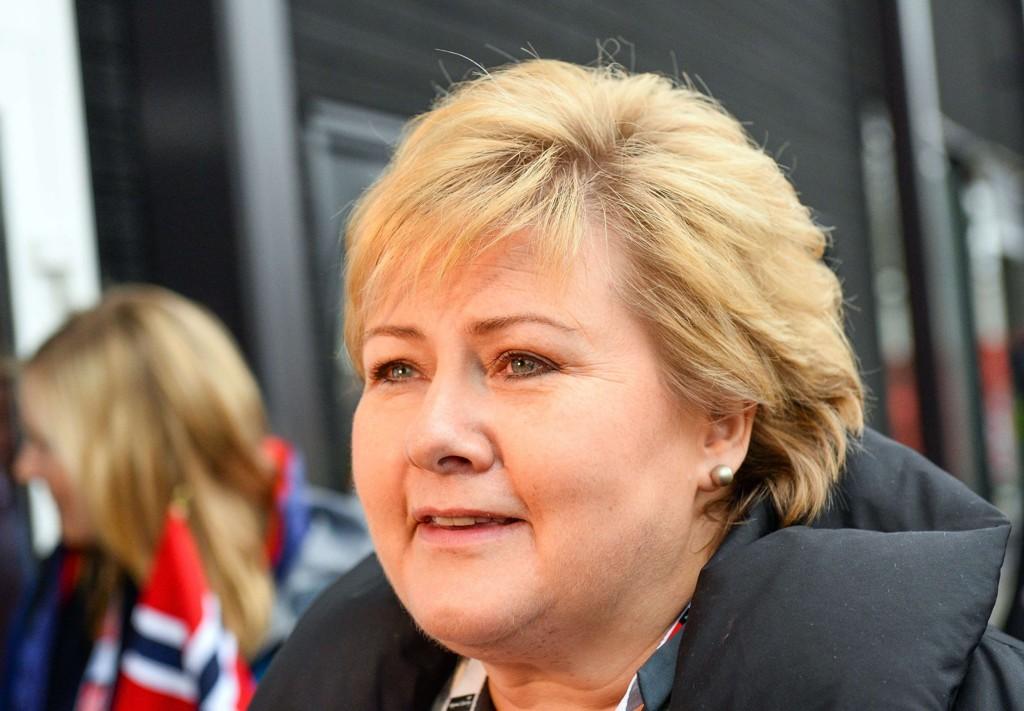 GÅR FRAM: Statsminister Erna Solberg kan glede seg lørdag over framgang på en fersk meningsmåling.