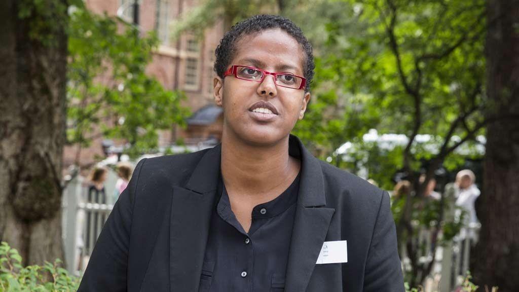 - Livet mitt er et mareritt, sier Amal Aden, som har fått beskjed fra politiet om å dempe seg.