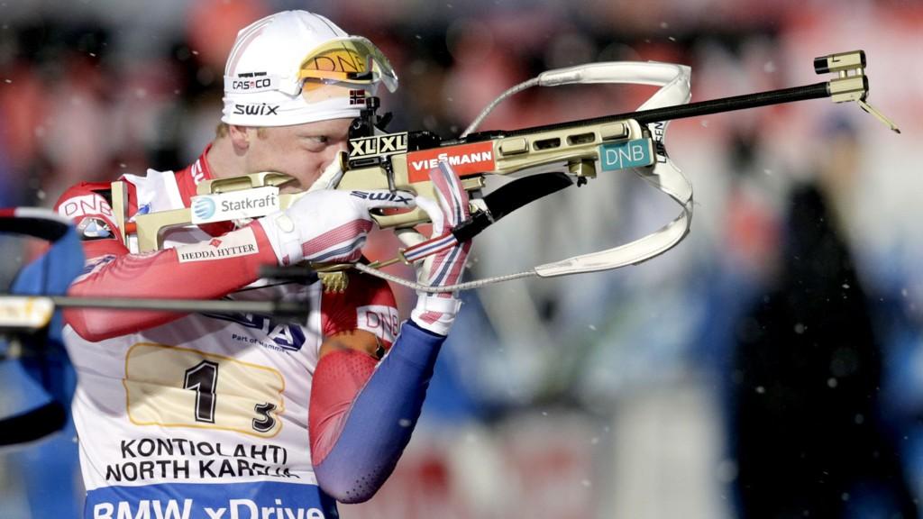 Johannes Thingnes Bø under torsdagens mixedstafett i Kontiolahti. Foto: Vidar Ruud / NTB scanpix
