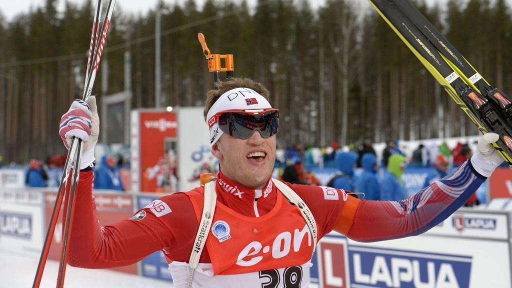 KUNNE JUBLE: Tarjei Bø jublet for bronse på sprinten. Lillebror Johannes Thingnes Bø sikret seg VM-gullet.