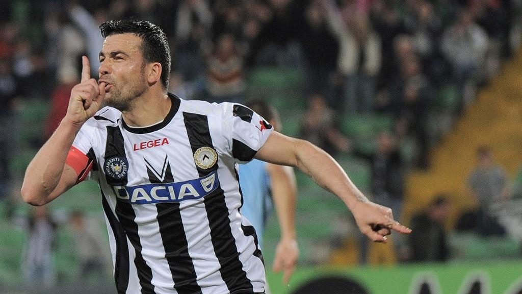 Antonio Di Natale jubler etter en av sine mange scoringer.