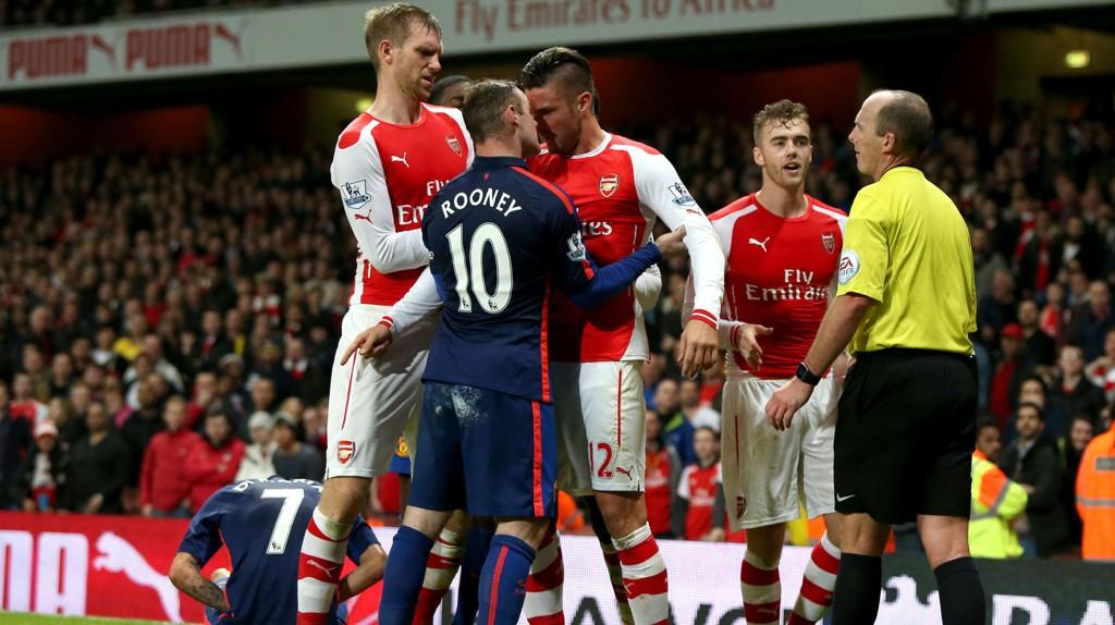 Det ble en het og tett afærre da Manchester United vant 2-1 i det siste møtet med Arsenal. I kveld møtes gigantene i kvartfinalen i FA-cupen.