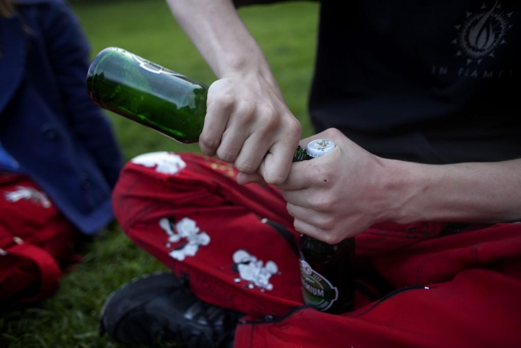 Unge drikker og røyker mindre enn tidligere, men stresser mer. Illustrasjonsbilde.