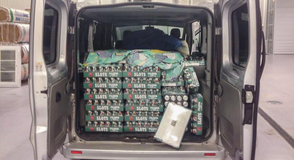FULLT: Gundelsby vil karakterisere varebilen som rimelig fullastet med øl.