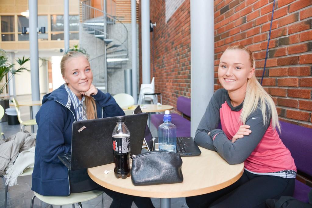 KJØNNSDELT: I fjor fikk klassen til Vilde Borg og Emilie Findal tilbud om kjønnsdelte grupper i svømming.