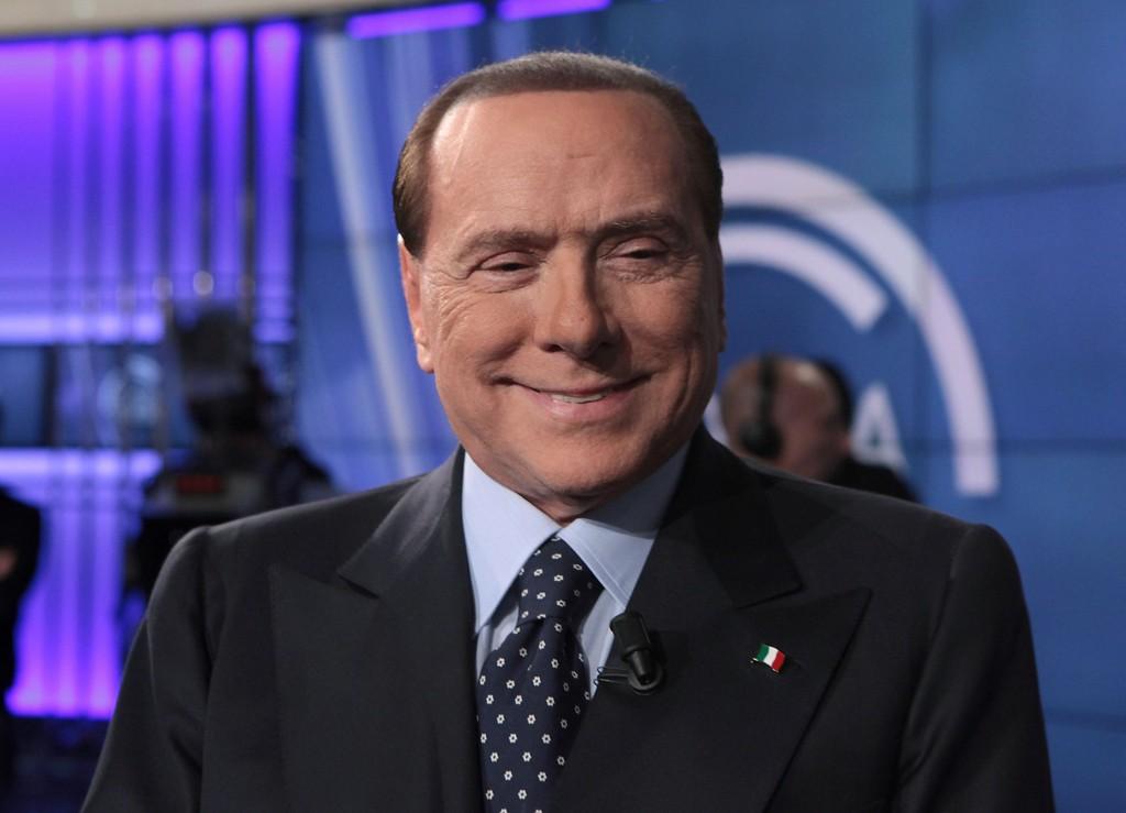 GÅR FRI: Italias øverste domstol har stadfestet dommen fra i fjor. Silvio Berlusconi går derfor fri.