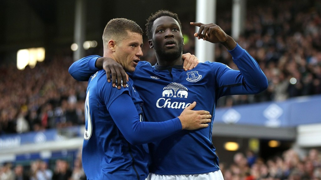 Evertons Romelu Lukaku (til høyre) har hatt en skuffende sesong i Premier League, men har notert seg for seks scoringer i Europa League.