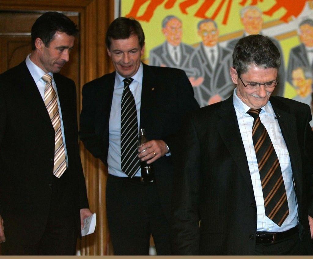 Den danske EU-parlamentarikeren Bendt Bendtsen (midten) vil be EU om å forby at at flypersonell jobber i vikarfirma istedenfor å være direkte ansatt. (Arkivfoto).